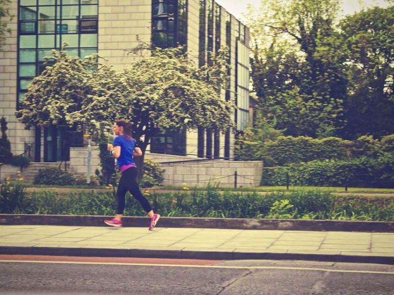 biegajaca kobieta